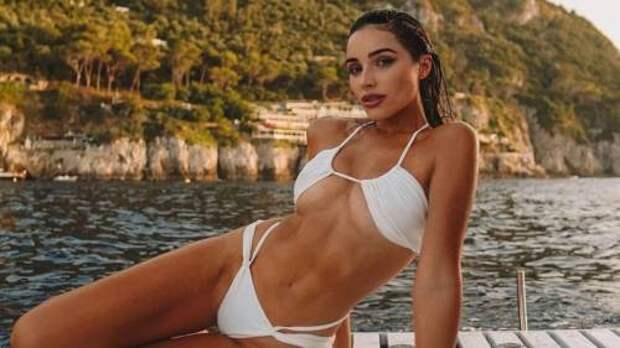 Новая классика: в каких купальниках отдыхают этим летом Ким Кардашьян, Оливия Калпо и другие звезды