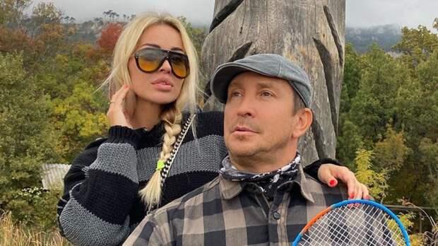 Возлюбленная певца Данко намерена судиться с недобросовестными покупателями ее дома