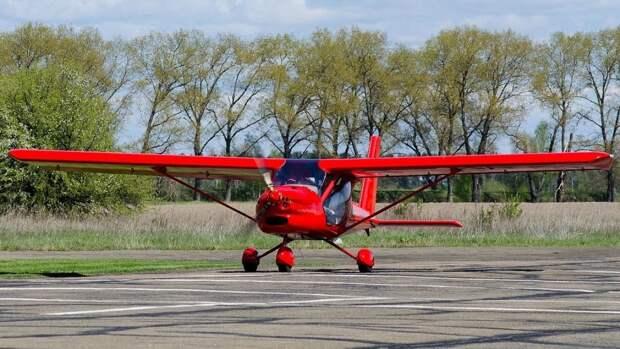 Легкомоторный самолет с двумя людьми на борту потерпел крушение под Кишиневом