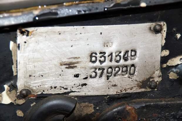 К сожалению, надписи на табличке выгорели, но ключевые данные — в том числе и модификация, остались. Индекс ''НЮ'' означает ''правый руль, тропический климат'' авто, волга, газ-21, олдтаймер, правый руль, редкий авто, ретро авто, экспорт
