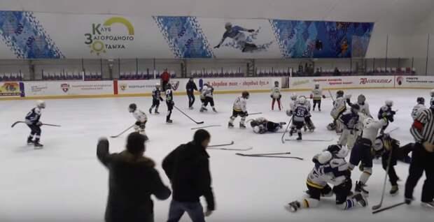 Первый тренер Толчинского прокомментировал драку на детском хоккейном турнире