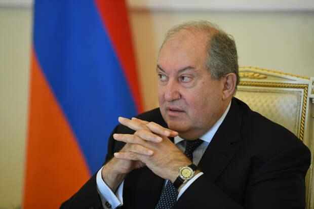 Президент Армении отказался утвердить отставку начальника Генштаба