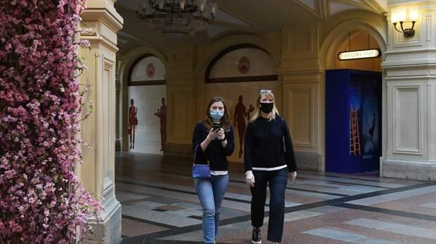 Посетители в защитных масках в ГУМе - РИА Новости, 1920, 05.10.2020