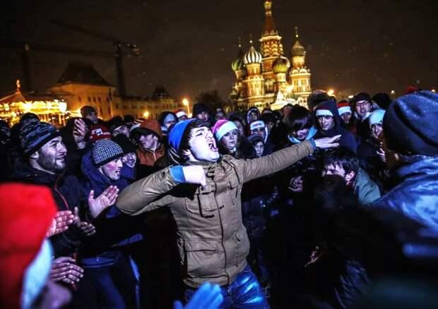 Мигранты продолжают убивать русских! В Россию завезут ещё 300 000 гастрабайтеров...