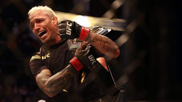 Оливейра нокаутировал Чендлера и стал чемпионом UFC в легком весе