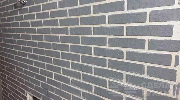 Декоративная кирпичная кладка на стене из гипсовой шпаклевки