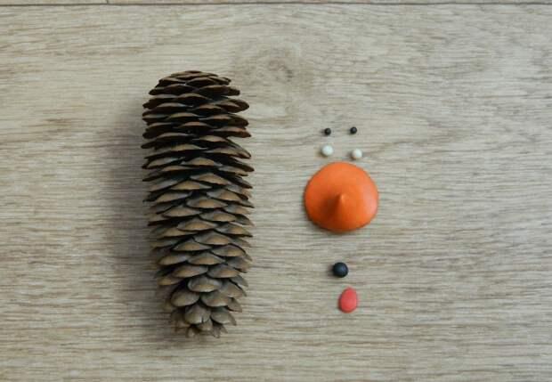 Поделки из шишек: 10 оригинальных идей того, как быстро украсить интерьер на праздник (70 фото)