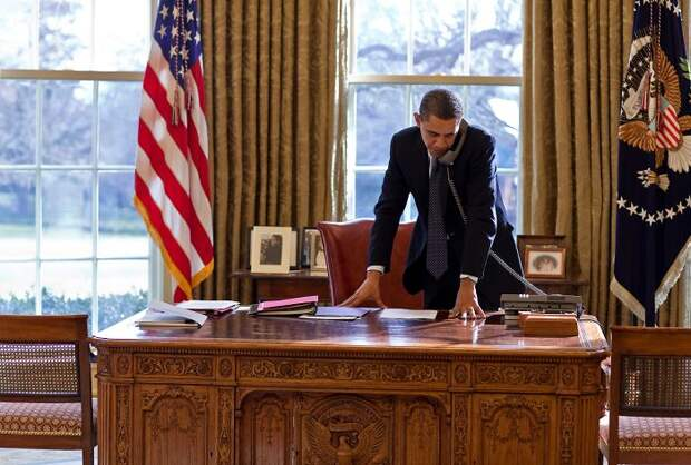 Как фотографируются американские политики, чтобы создать иллюзию бурной деятельности