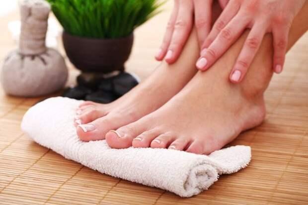 1. Ежедневно мыть ноги