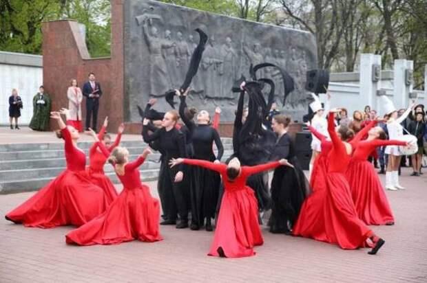 В Липецке состоялись траурный митинг и Парад Победы