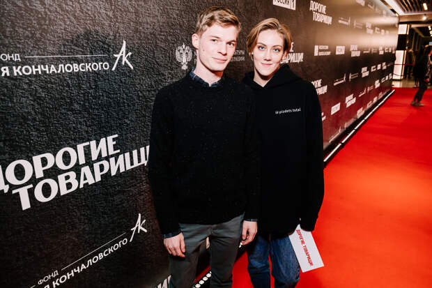 Полина Ауг, Надежда Михалкова и Анна Снаткина познакомились с «Дорогими товарищами»