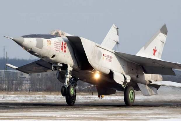 Советский МиГ-25 против американского F-15: кто был сильнее в воздушном бою?