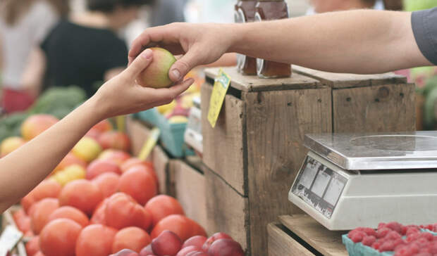 После блокировки аксайских рынков цены нафрукты иовощи подскочили врегионе на18%