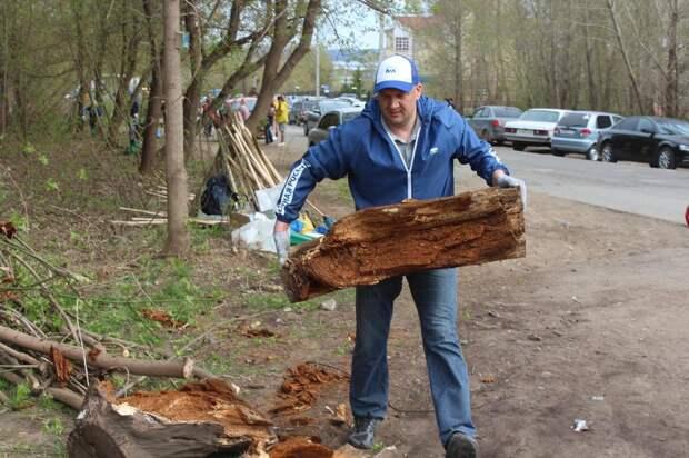 В Ижевске активисты провели субботник около ветлечебницы в Ленинском районе