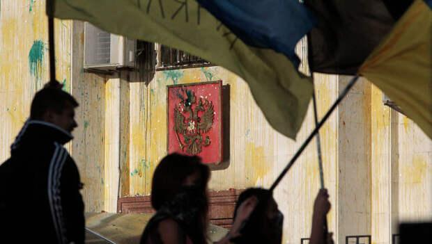 Беспорядки у посольства РФ в Киеве. Архивное фото