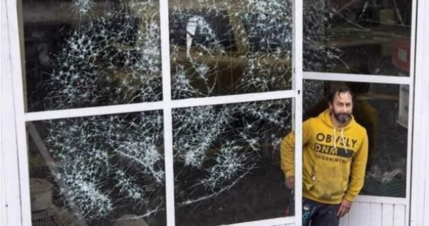 Художник Саймон Бергер бьет стекла, чтобы из хаоса создать гармонию и красоту
