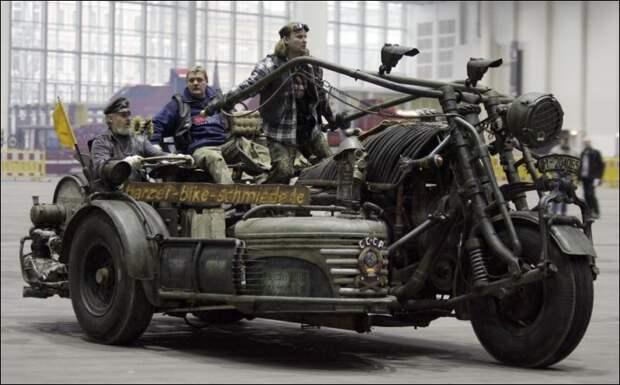 """Самый большой в мире мотоцикл """"Екатерина Великая"""" с двигателем от танка СССР"""