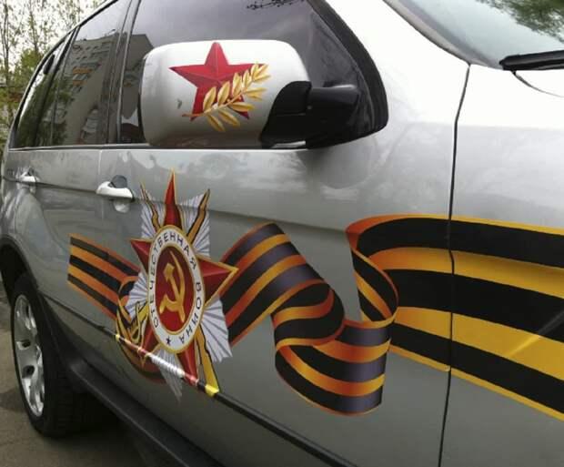 Украинские полицаи мешают праздновать День Победы