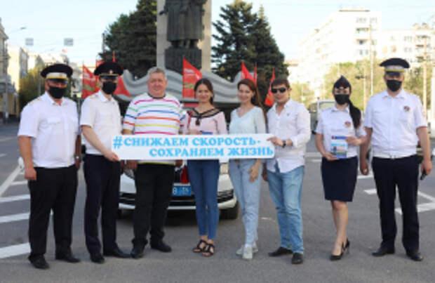 Сотрудники ГИБДД, журналисты и актеры театра и кино призвали волгоградцев к безопасности на дорогах