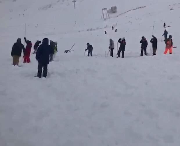 Как минимум один человек погиб при сходе лавины в Карачаево-Черкесии
