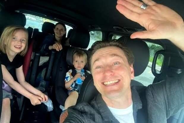 Сергей Безруков решил усыновить ребенка