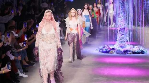 Смотрите онлайн на WFC.tv: прямая трансляция Недели моды Mercedes-Benz Fashion Week Russia с 19 по 23 октября