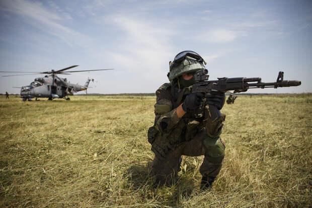 В Ставропольском крае экипажи боевых вертолетов уничтожили замаскированные цели при поддержке беспилотной авиации спецназа ЮВО