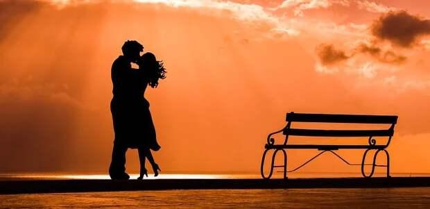 Без любви жить легче. Но без неё нет смысла (Лев Толстой)