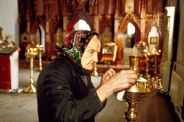 Старушка в храме
