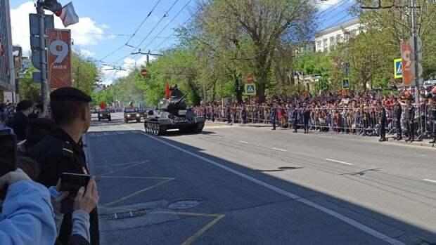 Как Т-34 шел по Севастополю: появилось видео с парада Победы в городе-герое