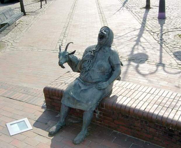 Памятник смеху.