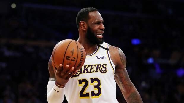 «Лейкерс» разгромно проиграли «Финиксу» и находятся в шаге от вылета из плей-офф НБА