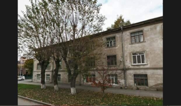 В центре Тюмени на Орджоникидзе прорвало трубы отопления