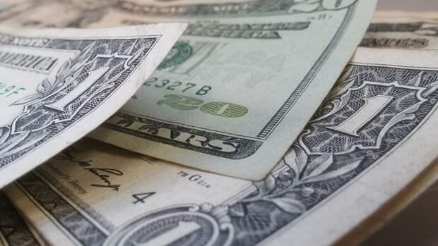 Финансист рассказал, на что лучше поменять доллары