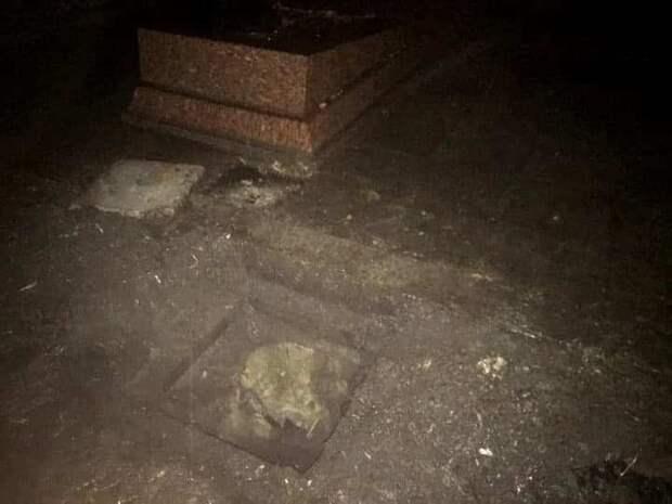 Хотели взорвать или украсть останки: Во Львове надругались над могилой разведчика Николая Кузнецова
