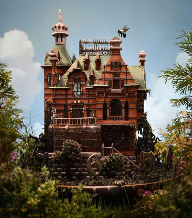 Этот пряничный домик — точная копия особняка из нового фильма известного американского режиссёра Тима Бёртона «Дом странных детей Мисс Перегрин», только его можно ещё и есть.