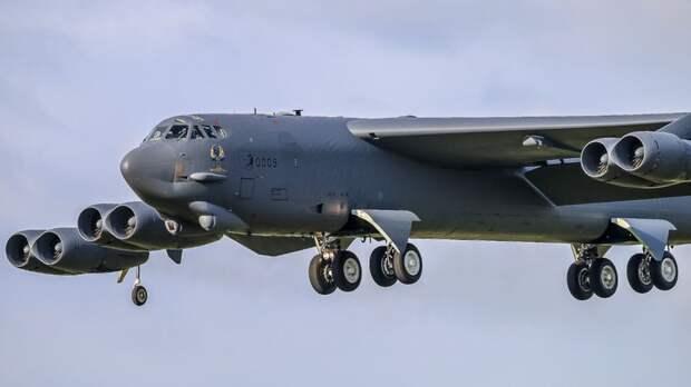 США перебросили еще два бомбардировщика B-52 к иранским границам