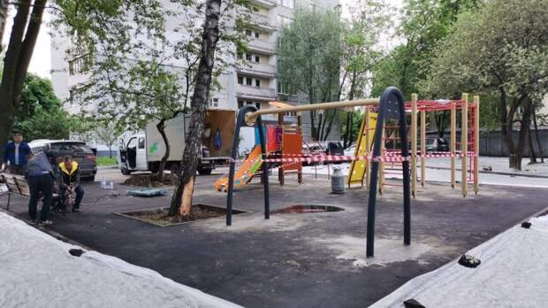 Возле двух домов на Псковской идёт благоустройство