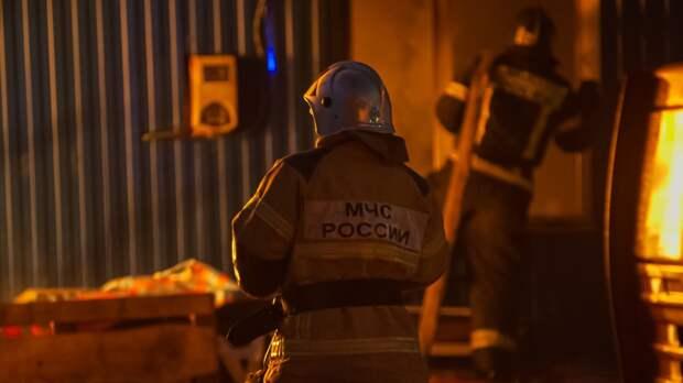 Крупный пожар охватил несколько деревенских домов в Домодедове