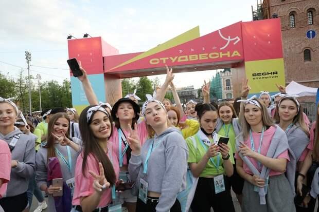 Фото дня: студенты из разных регионов страны приехали на фестиваль в Нижний Новгород