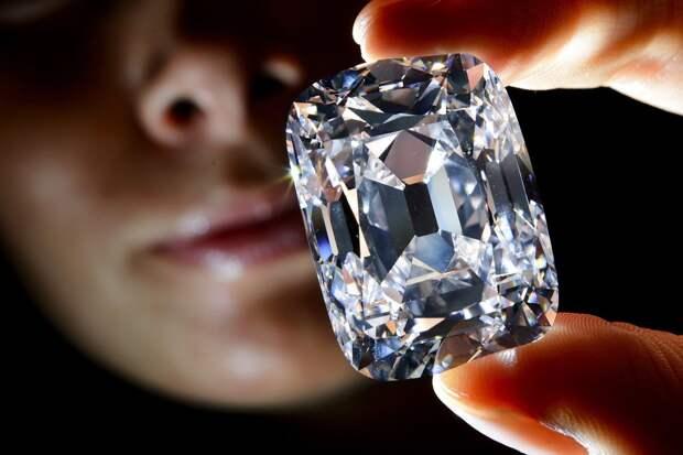 10 самых дорогих бриллиантов, которые были проданы нааукционах