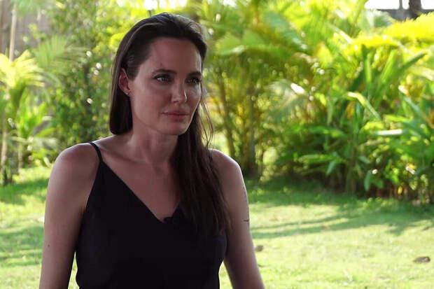 Друг Джоли раскрыл правду об усыновлении её старшего сына