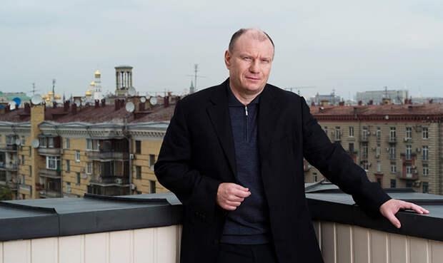 Владимир Потанин, №1 в российском списке Форбс. Ужасно страдает от того, что за пару месяцев увеличил своё состояние всего на $6,4 млрд, пожалейте его!