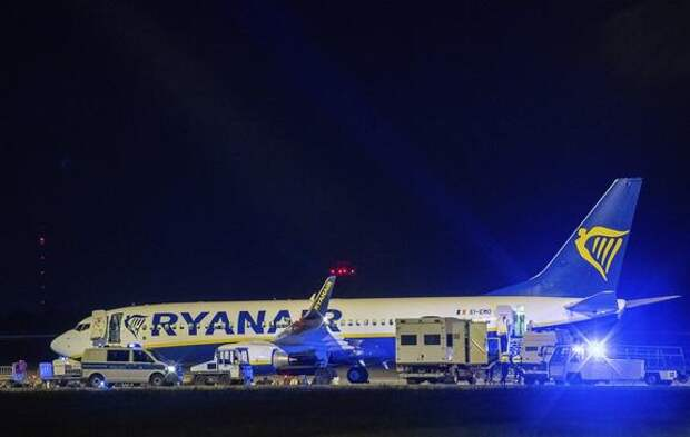 Самолет всё той же Ryanair теперь экстренно сел в Берлине