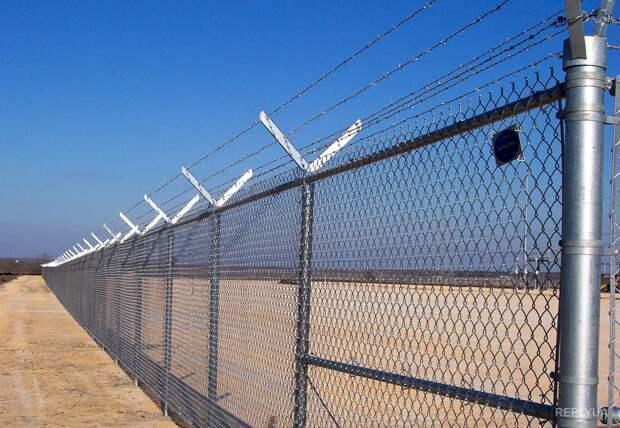 """В полицию Венгрии набирают новых сотрудников: на границе с Сербией появятся """"охотники"""" за беженцами"""
