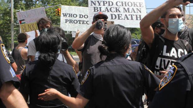 Может, как-то пожёстче за своих?!: В США полицейские напали на российских журналистов