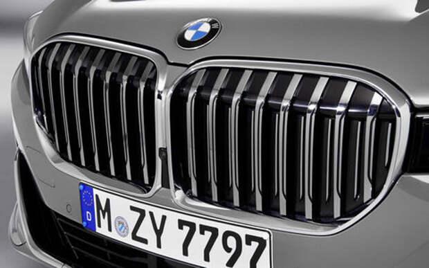 BMW защищает огромную решетку: а китайцам нравится!