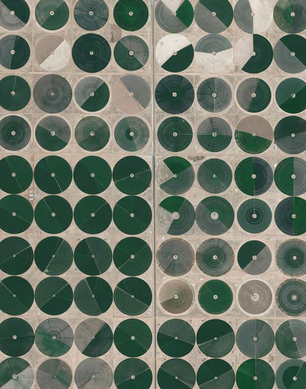 6. Оросительная система бассейнов Вади ас-Сир, Саудовская Аравия фото со спутника, фотограф Бенджамин Грант, фотографии