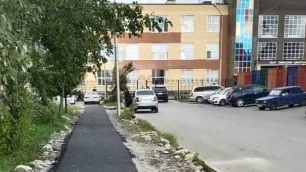 ВоВладикавказе после вмешательства прокуратуры около школы оборудовали тротуар