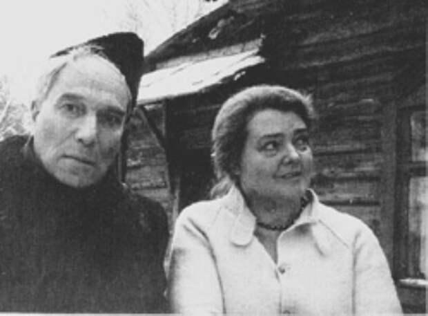 Борис Пастернак и Ольга Ивинская, конец 1950-х гг. | Фото: vestnik.com